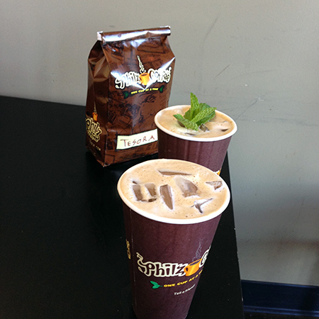 真ん中のアイスコーヒーがモヒートのようにミント入り
