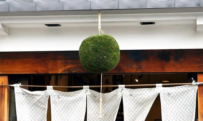 緑色の杉玉に込めた今年の新米への感謝の想い