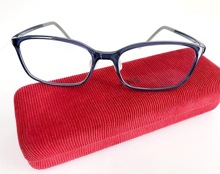 メガネの色も大事